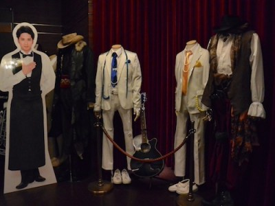 るひま舞台ファン必見! 舞台衣裳がたくさん展示されています。