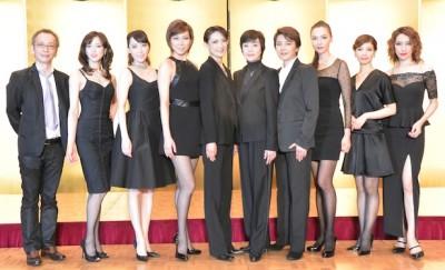 左から吉川徹さん、大和悠河さん、貴城けいさん、朝海ひかるさん、姿月あさとさん、峰さを理さん、麻路さきさん、和央ようかさん、湖月わたるさん、水夏希さん