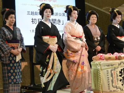 『寒菊寒牡丹』で水谷さん演じる妻吉の妹芸者・菊葉役をトリプルキャストで務める新派女優たち
