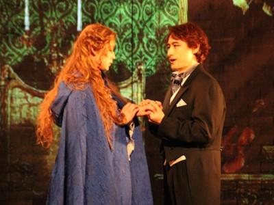 愛を誓うラウル子爵とクリスティーヌ