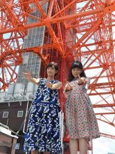 製作発表終了後、東京タワーを背景に撮影。