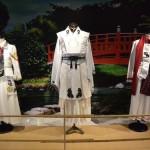 カフェスペースに展示されている白装束の衣装